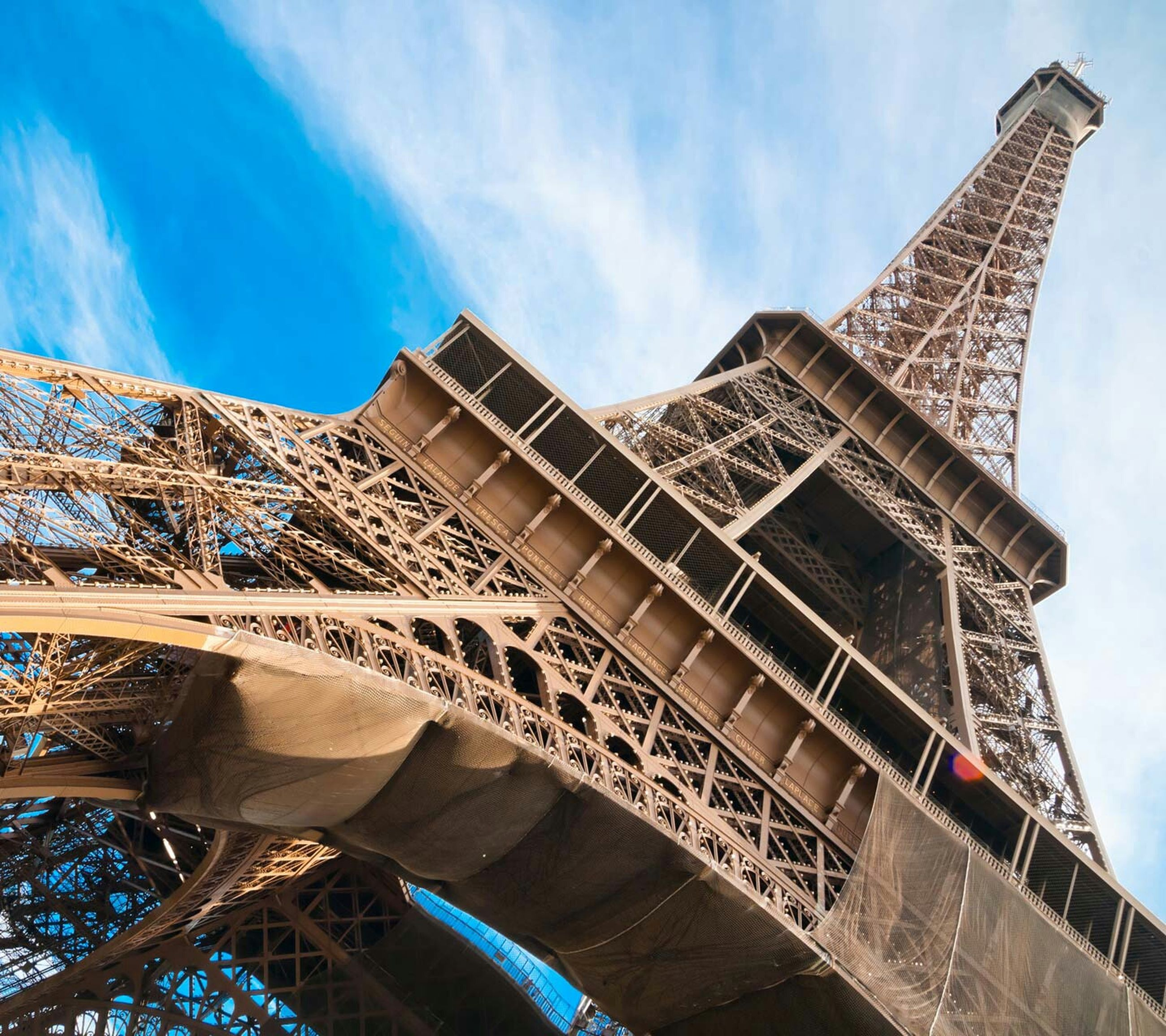 architecture, built structure, low angle view, building exterior, famous place, international landmark, tower, travel destinations, capital cities, tall - high, tourism, sky, travel, city, eiffel tower, culture, architectural feature, modern, cloud - sky, history