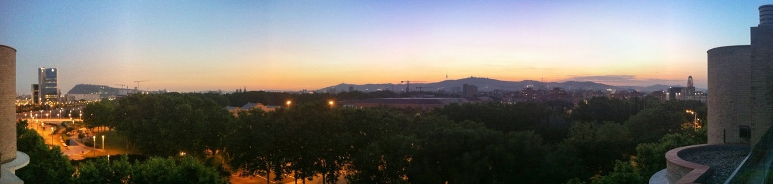Skyline Barcelona Girls' Time Turn Your Lights Down Low