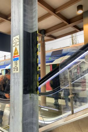 À quai Rail Transportation Transportation Communication No People Text Day Reflection Built Structure Architecture