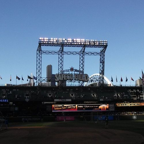Always a beautiful day in Seattle Truetotheblue Mariners Safecofield Sunny Washington beardhats Ms