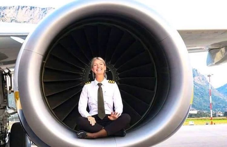 My captain pilot. Maria Peterson Swedish 32 years of age. ❤️❤️ You Follow My Eye Em 💙 I Follow Back Hello World ❤ Very Nice 😱😱 Real Picture Plane Flying