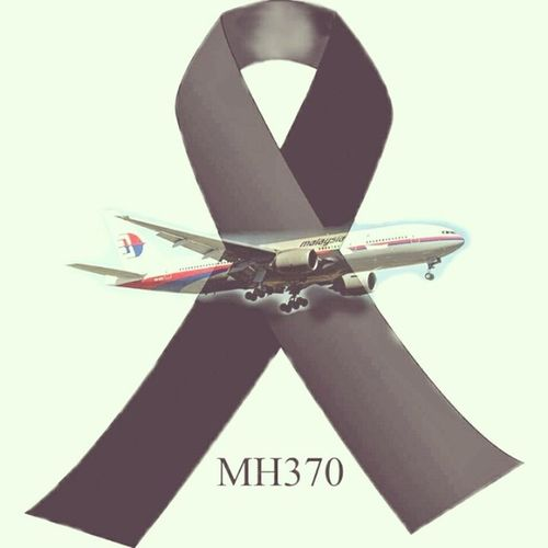 Today Let us Malaysian Airlinens of all race, religion, background and wherever we maybe pray for the passengers, crew and family of MH370 *Al-Fatihah #MH370 PrayForMH370 MH370 Malaysianarirlines PrayforMH370 Pray