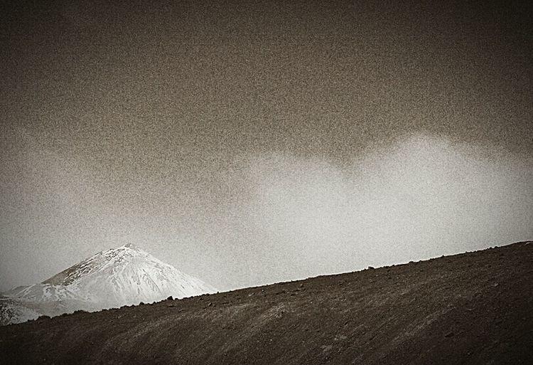 TenerifePlayaYMontaña Teneriffa Tenerife Island Tenerife Volcan Teide Volcanic Island Volcán Mountain Peak Mountain Teide Teide National Park No People Mountain View Blackandwhite Black And White Black And White Photography