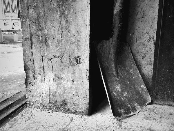 铁锹。嘿嘿。 Hanging Out IPhoneography Black & White Black And White Blackandwhite EyeEm Best Shots - Black + White Monochrome Vintage Details