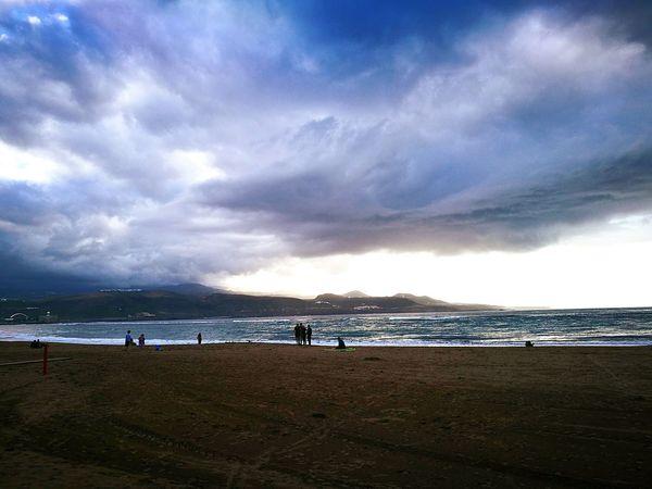 «DESPEDIDA DE LA TARDE EN GRAN CANARIA» Playa de Las Canteras - Las Palmas de Gran Canaria. Beach Sea Scenics Travel Destinations Horizon Over Water