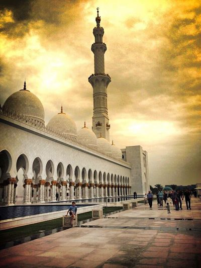 Architecture Dome History Travel Destinations Tourism Sunset Sky Built Structure Large Group Of People Outdoors Building Exterior Real People Day People Abu Dhabi Abudhabi Emirates Whitemosque