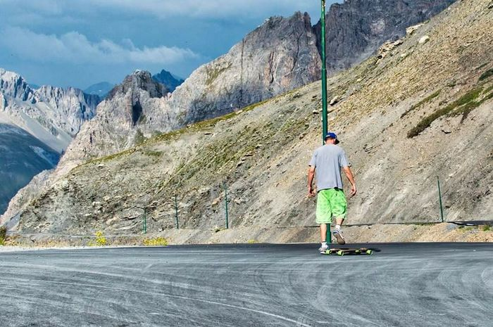 Longboard Taking Photos Enjoying Life Landscape Montains    Photoshoot Photography Sports Photography Check This Out EyeEm Best Shots