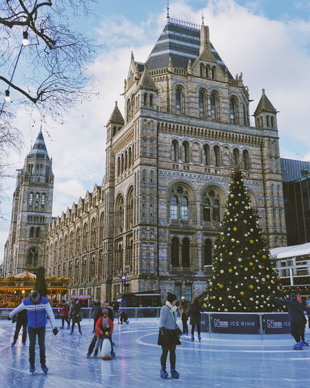 London in a festive mood. London England 런던 영국 ロンドン National History Museum Ice Rink Ice Skating Urbanphotography Travel Destinations Winter Sport Christmas Tree Festive Season EyeEm Ready