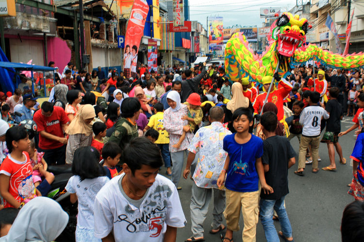 Liong Attraction #ChineseNewYear Liong Adult Adults Only Architecture Building Exterior City Crowd Day Large Group Of People Men Mixed Age Range Outdoors People Protestor Real People Street Women