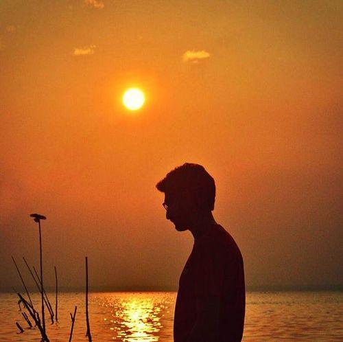 While everyone is uploading smoke pics, I'm here uploading this. 🙊 @kushalized ka dost in frame. Sun ray not to be seen edit courtesy @inrealm 😂 Planhatke Thehatke Exs_people Maibhisadakchap People And Places