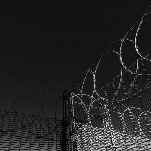 Keep out Check This Out Focus On Foreground Taking Photos IPhoneography Monochrome Fences Razorwire