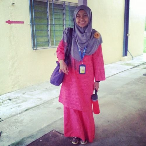 Throwbackmalamhari First day of kuliyyah. Throwback Feminine  Sayadahbesar 18yearsoldgirl