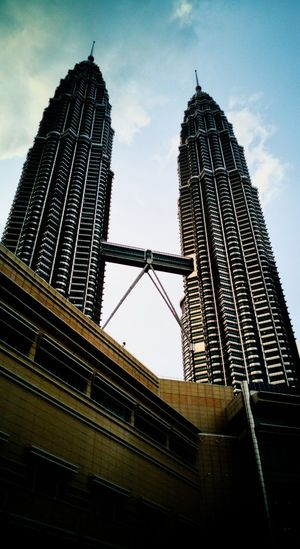 Once upon a time Petronas Twin Towers Kuala Lumpur Twin Tower Dawn In Kuala Lumpur Towers Leicatechnology Huaweiphotography Huaweimobile Huawei Mate 9 Pro