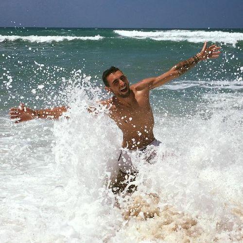 Felicità Water Motion Lifestyles Splashing One Person Leisure Activity Men Real People Nature Outdoors Enjoyment
