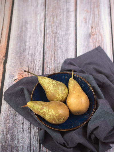 Pears Conference Food And Drink Food Wood - Material Freshness No People Still Life Table Healthy Eating Indoors  Wellbeing Fruit High Angle View Close-up Ready-to-eat Directly Above Bowl Textile Potato Group Of Objects Container Snack