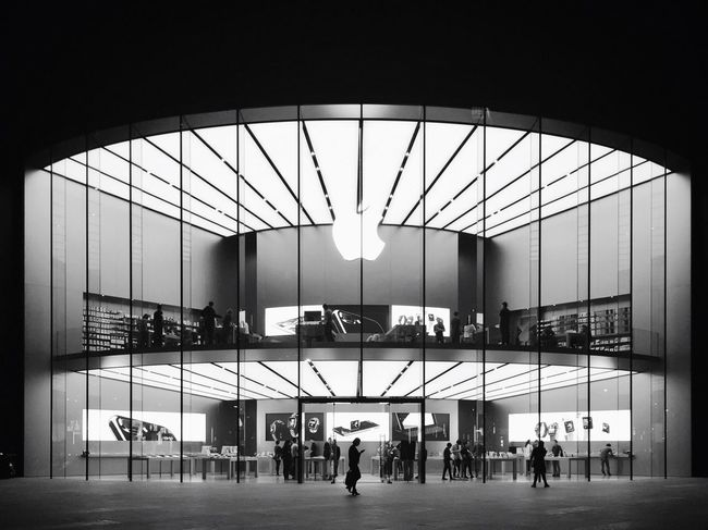 Travel Airport Indoors  Large Group Of People Architecture Day People Horizontal Apple Apple Store Nanjing Monochrome Photography
