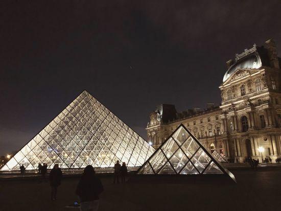 Louvre Paris France Paris Louvre Architecture Built Structure Travel Destinations Building Exterior Pyramid Tourism Travel Museum History City Illuminated
