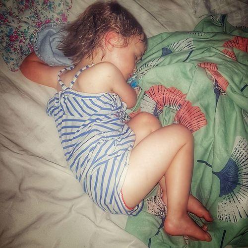 sleeping beauty Heat - Temperature Sleeping Beauty Sleeping Kid Daughter Peaceful Canicule Bedroom Childhood Lying Down Child Lit Babyhood Baby Girls Sleeping