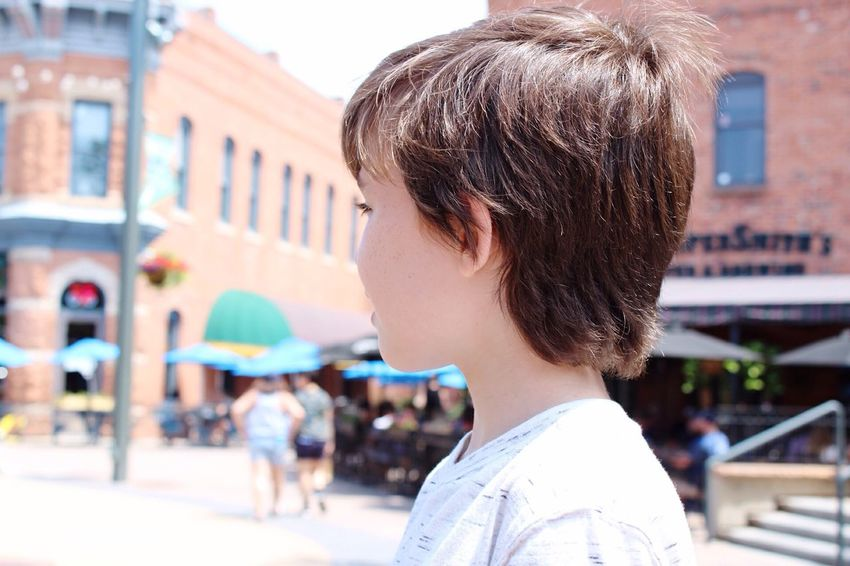 EyeEm Selects Focus On Foreground Headshot Real People Building Exterior Architecture Incidental People Outdoors Childhood Child Close-up Old Town Square EyeEmNewHere EyeEmNewHere