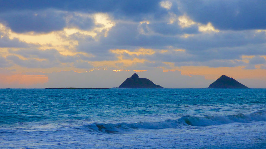 Beauty In Nature Calm Coastline Distant Hanging Out Holiday Horizon Over Water Idyllic Kailua  Majestic Ocean Outdoors Rabbett Scenics Sea Seascape Sky Tranquil Scene Tranquility Vacations Water Wave