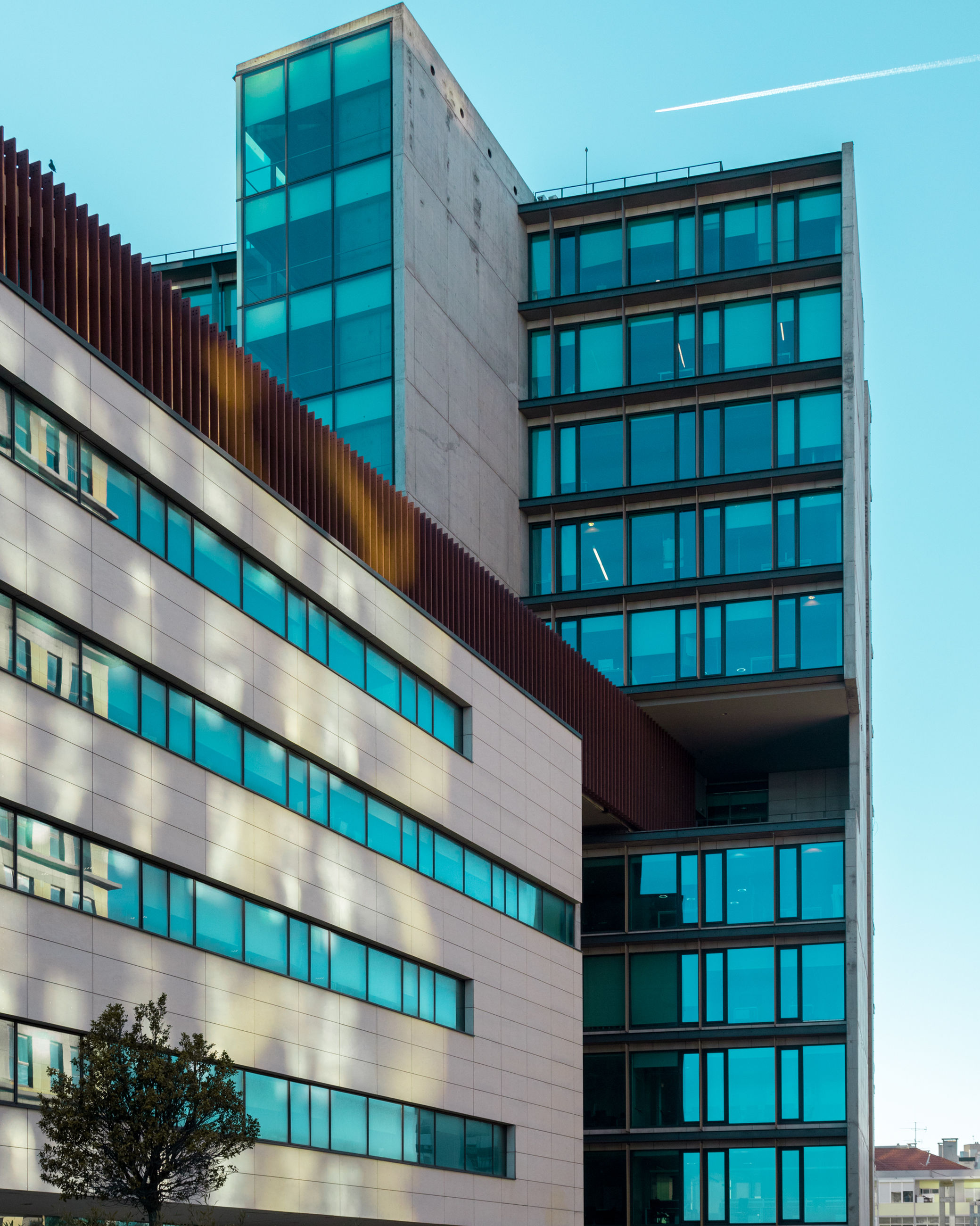 architecture, building exterior, built structure, office, modern, office building exterior, low angle view, building, city, glass - material, no people, sky, day, reflection, window, pattern, outdoors, nature, clear sky, business, skyscraper