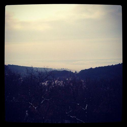 Možno ked sa lepšie pozrieš uvidíš krajinu vzadu Snow Kedestebol
