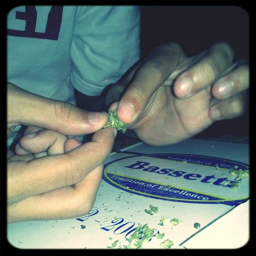 Rolling up before I take a nice little nap (; #kush