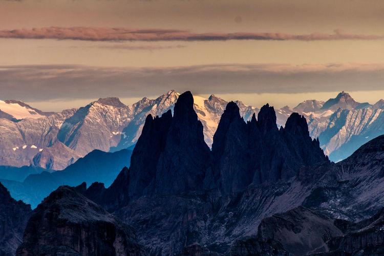 Wandern durch die Dolomiten. Alpen Alpes Berge Clouds And Sky Dolomiten Dolomites, Italy Hikingadventures Italien Mountain View Mountains And Sky Rocks Südtirol Wanderlust Wandern Wanderweg WNSWE Wolken