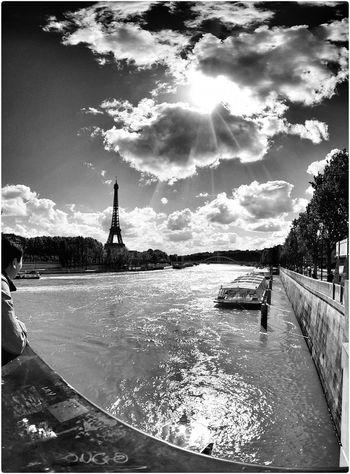 Turisti mai... Sunset Enjoying Life Black & White Paris Alone Love Springtime Hello World On The Road Bridge