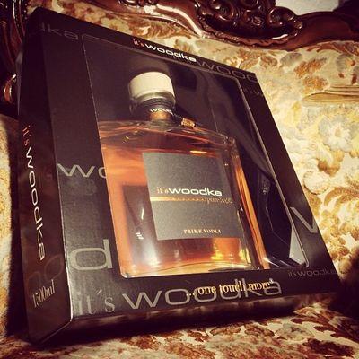 speziell für @vizekoenigin @ste7130 und @nerotunes Woodka im holzfass gereifter wodka