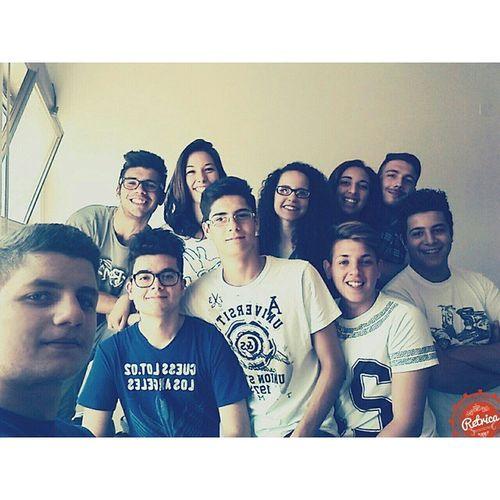 Ultimo selfie dell'anno😿😿 LastSelfie Compagni Milanistipersi Erikatraditrice Scuola Skuolanet School Selfie Retrica Instasquare Casinistinati Estate Arriviamo Followme