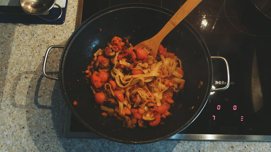Cooking Wok Nudles Carrots TomatoesFungi Fungus Fresh Enjoying Life Hobby Chef