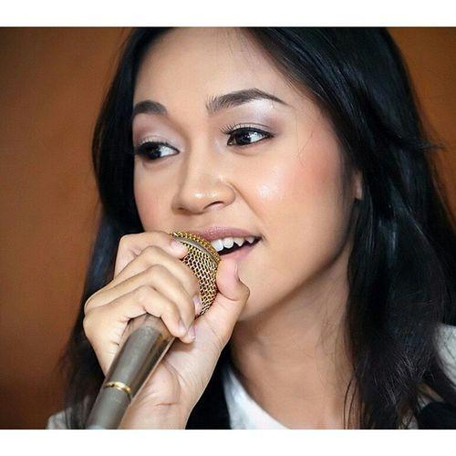 She's been pretty quiet... Wonder when her next album is coming out... Maria Brunei GOLDENVOICE Random MajulahSeniUntukNegara