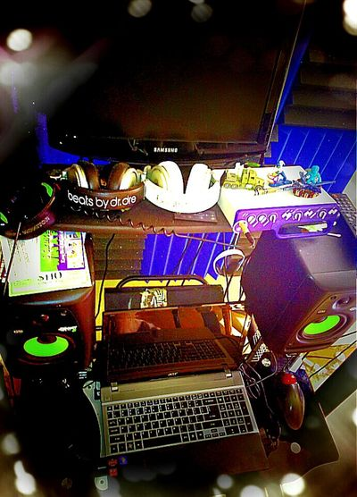 Desks From Above Rappers Rapping Lyricalmadness Musicians Iloverap Artistic Ilovethem Jaymaniakal @soundcloud Listentogreatmusic Brooklynbeatzakableedink9 Bleedink9 Danasottilaro