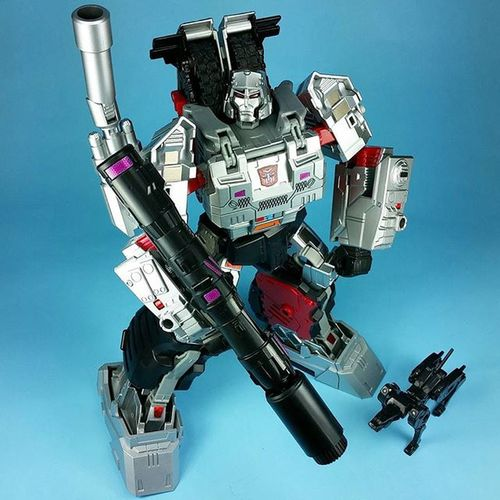 Megatron Monday. Transformers Combinerwars Reprolabels DX9