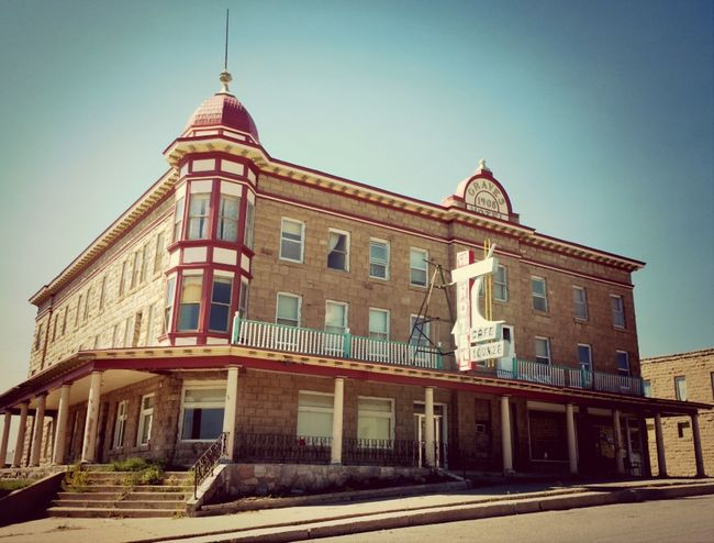 1908 Graves Hotel haunted and for sale
