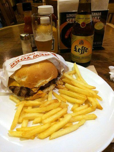Annoncé comme étant: The Best Hamburger Of The World !!! Et bien c'est vrai!!! Miam Miam  :)