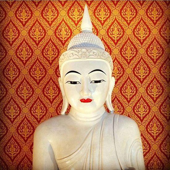 Buddha Temple White Marble Picture Photo CameraMan Photographer Fujifilm Fujixe1 Fujithailand Xe1 Lens Manuallens Cannon Vintagelens Canonfd50mm Canonfd50mmf1_4 50mm F1_4 50mmlens Thailand Bangkok City Believe amazingthailand @amazingthailand