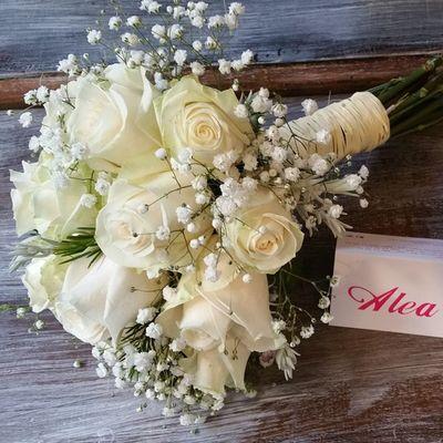 Primera boda de la temporada. Que seáis super felices ❤ Alefloristerias Bouquet RamoDeNovia Bodas Bride Bridalbouquet Alea Rosas Rosa Roses White