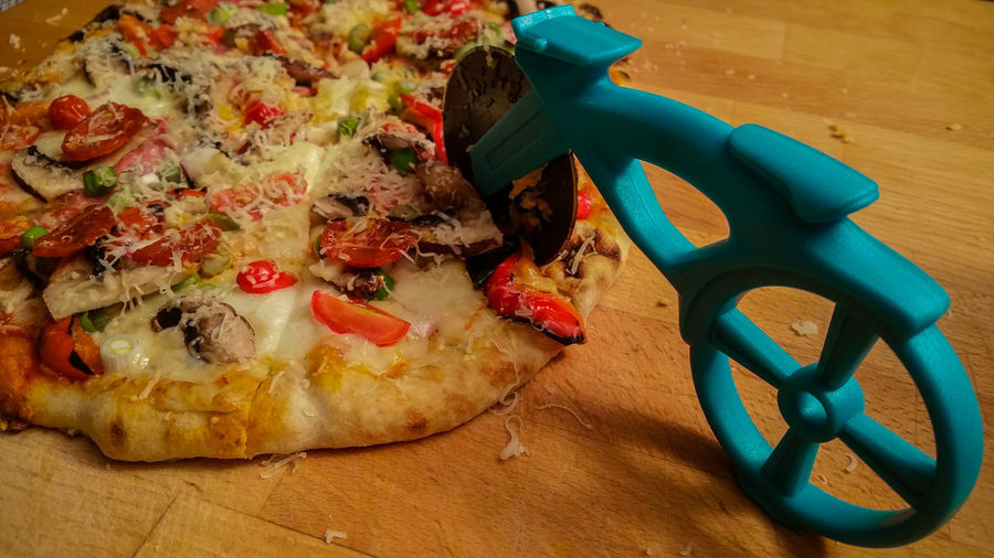 Dinner time! Creative Creative Design Creativity Food And Drink Foodphotography Foodporn Impressive Pizza Pizza Time Ready-to-eat Snack Enjoying A Meal Telling Stories Differently Mobility In Mega Cities