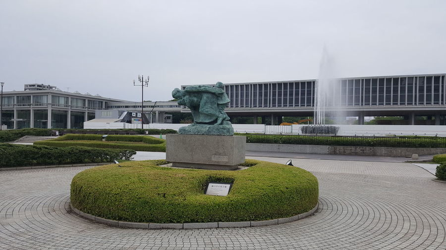 Statue of fountain in front of building