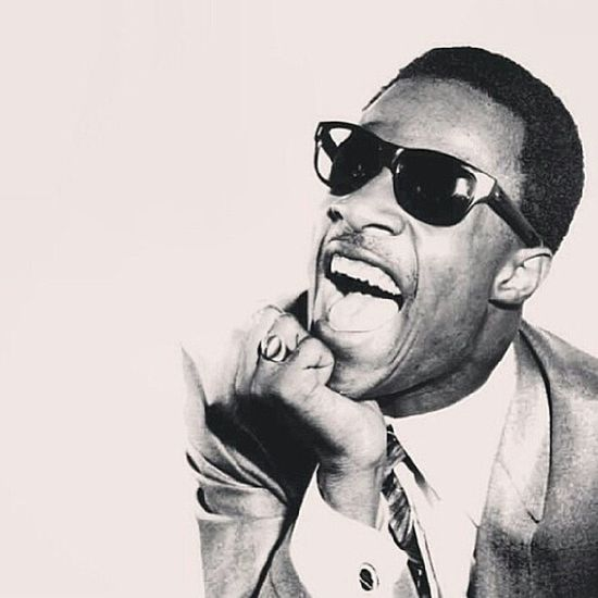 This Legendary man right here though...starts my MusicMonday off soooo right! ♥♥♥♥♥ love me some StevieWonder so much Soul !