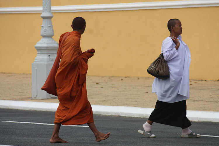 Casual Clothing Check This Out Day Focus On Foreground Full Length Leisure Activity Lifestyles Monks Walk Outdoors Phnompenh