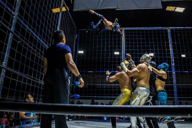 Luchando por la vida cual Guerrero Luchalibre Mexico Tradiciones Hello World Noches Lucha Querétaro Hi! SDHestudio