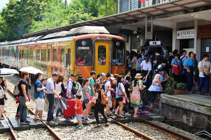 #Train @crossing @crowed @people @shifen @taipei @taiwan @trainstation @十分