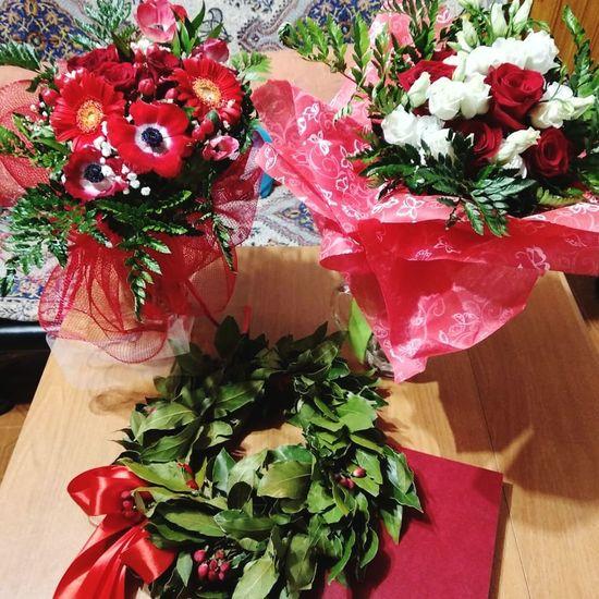 Present Presents Flower Flower Collection Party Graduation Laurea Flower Flower Head Bouquet Red Table Vase Flower Arrangement Close-up Thyme Plant Life