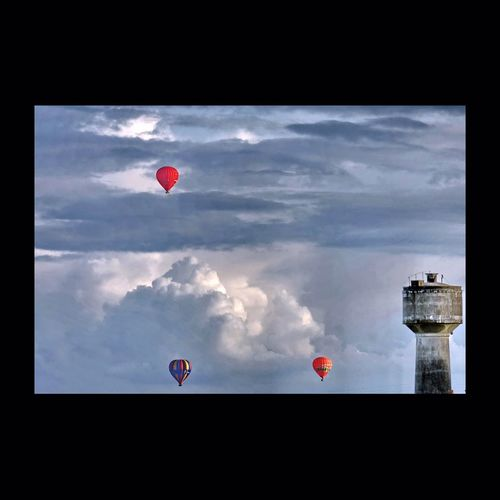 Jeux de ballons en Touraine. Balloons Montgolfière  Clouds Clouds And Sky EyeEmBestPics EyeEm Best Shots Touraine Nuages