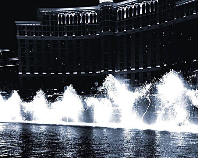 Walking Around Taking Photos Fountain Water Fountain Black & White