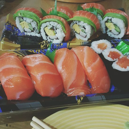 Dinner time... yum yum.. Sushi Yummy♡ Japanese Foods Dinner Time Home Sweet Home Indulgence