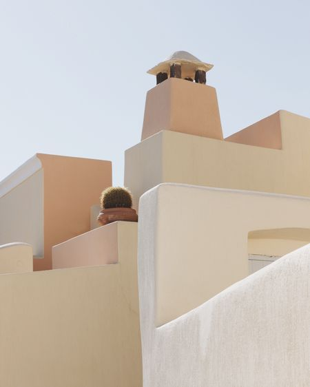 Built Structure Low Angle View Rear View Architecture One Person Day Real People Men Young Men Clear Sky Cardboard Box Leisure Activity Building Exterior Lifestyles Whitewashed Young Adult Outdoors Sky Young Women Mammal Santorini, Greece Santorini EyeEmNewHere
